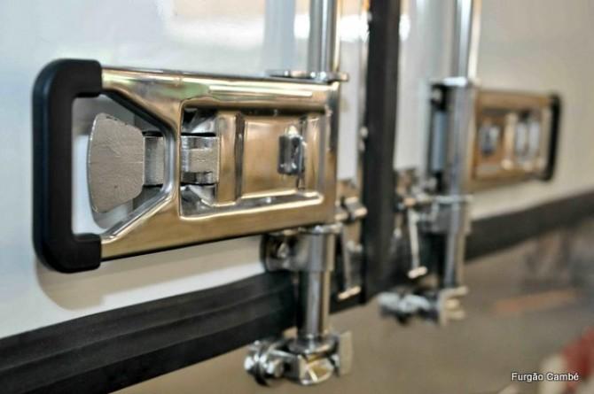 Fechadura em aço inox para portas de Furgões Frigoríficos e Isotérmicos