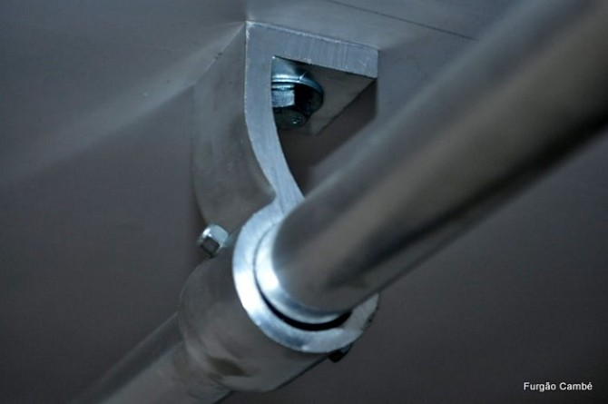 Suporte de barra gancheira em alumínio. Para furgões semirreboque e/ou frigoríficos.