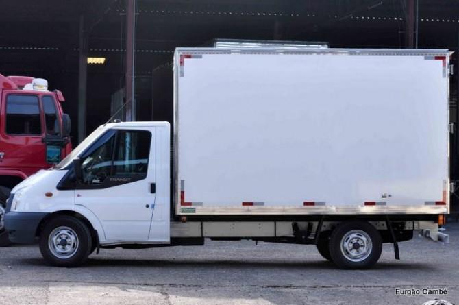 Furgão Isotérmico Caminhão Transit, acabamento externo em fibra