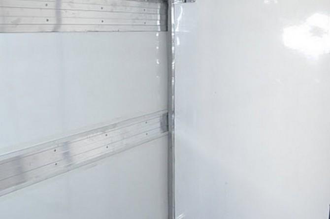 Furgão Isotérmico. Detalhes: divisória móvel e furação para forçador de refrigeração.