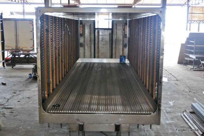 Furgão Isotérmico em processo de construção